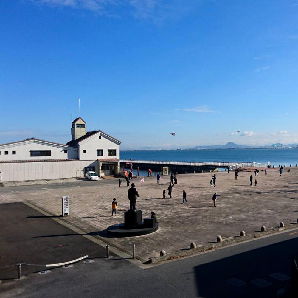 琵琶湖畔、凧上げ大会